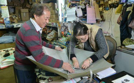 除售賣雨傘外,陳氏夫婦也會為客人修補一些具紀念價值的雨傘。
