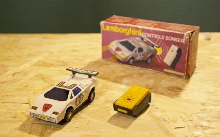七十年代,當時熱賣的聲控玩具車,跟遙控車相比,其性價比極高。