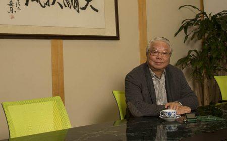 王忠桐先生身為「電子大王」,掌管過億企業的同時也熱心於社會公益事務,履行企業責任。