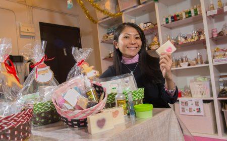 素心天然手工皂內售賣的有護膚品、家居清潔用品、健康食品等,全部都是由老闆娘素心親自製作。