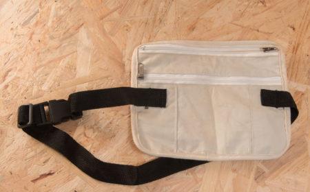 旅行腰包款式雖然簡單,但卻非常實用。