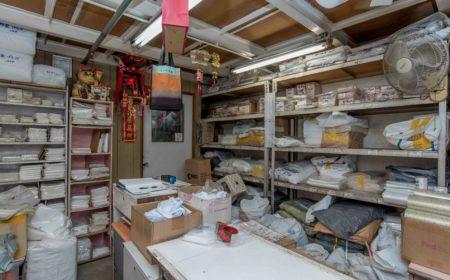 Mable一有空閒就會整理和預先包裝膠袋,以方便客人。