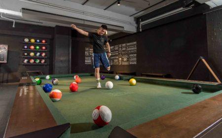 想不到由美式桌球(Pool)與足球(Soccer) 融合的Pool Soccer在港大行其道,成了新式的娛樂運動。