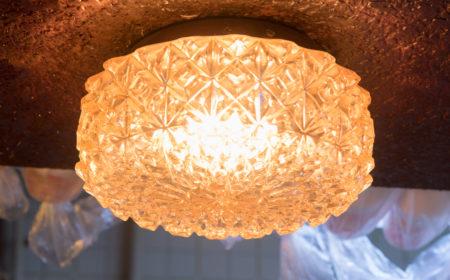 水吧上的復古水晶燈乃開業至今的鎮店之寶,不少食客都對它甚感興趣。