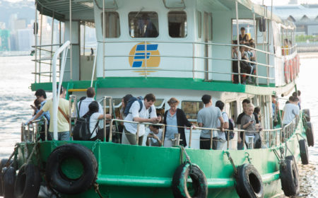商貿化後的觀塘為碼頭帶來了新一批乘客,當中白領為數不少。